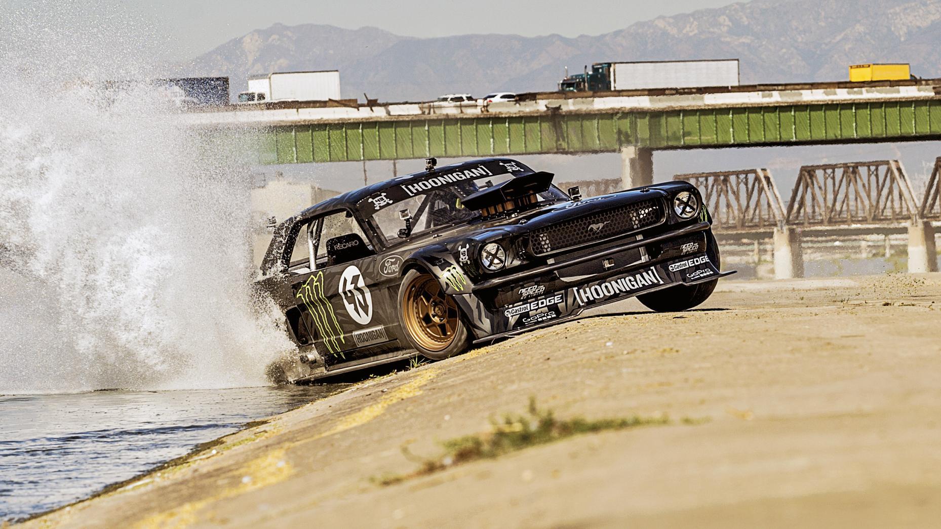 Garage Ken Block - 03 - Ford Mustang Hoonicorn