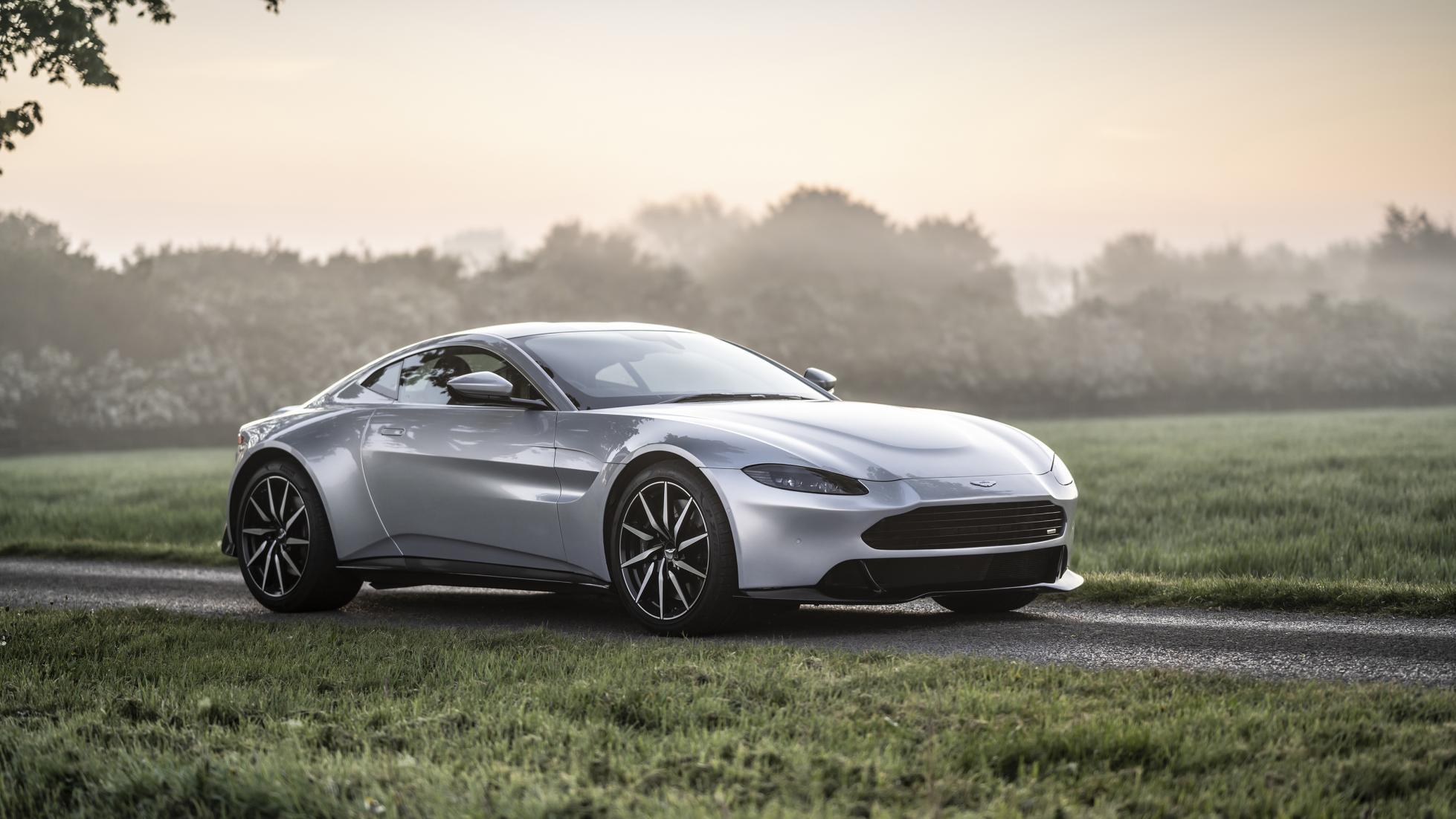 Revenant Automotive a réparé la calandre de l'Aston Martin Vantage - Galerie